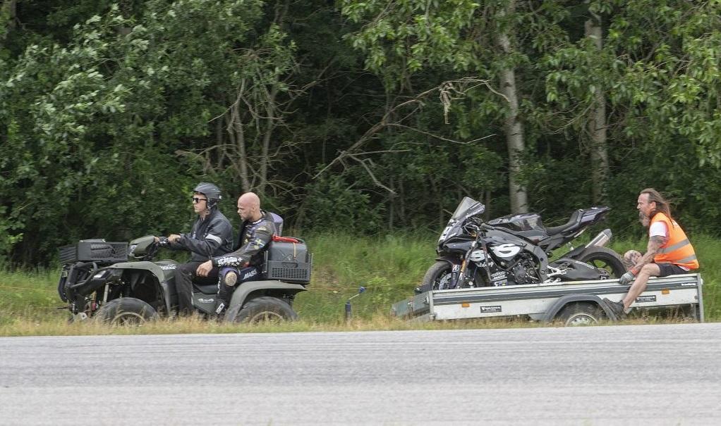 TEAM BKT SWEDEN ATV var funktionärer med fyrhjulingar på SM i Road Racing.