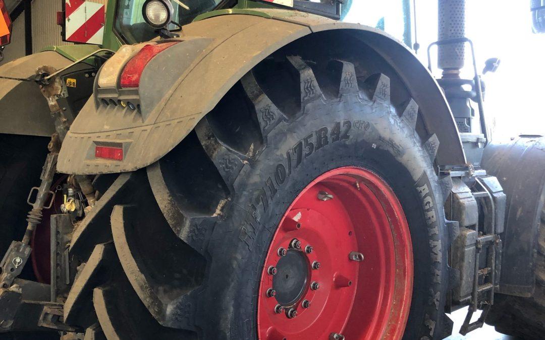 Hållbart lantbruk kör på BKT AGRIMAX FORCE IF från Gripen Wheels.