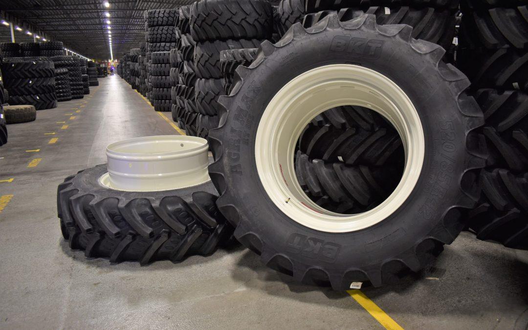 En ny leverans av BKT-däck med STOCKS dubbelmontage från Gripen Wheels!