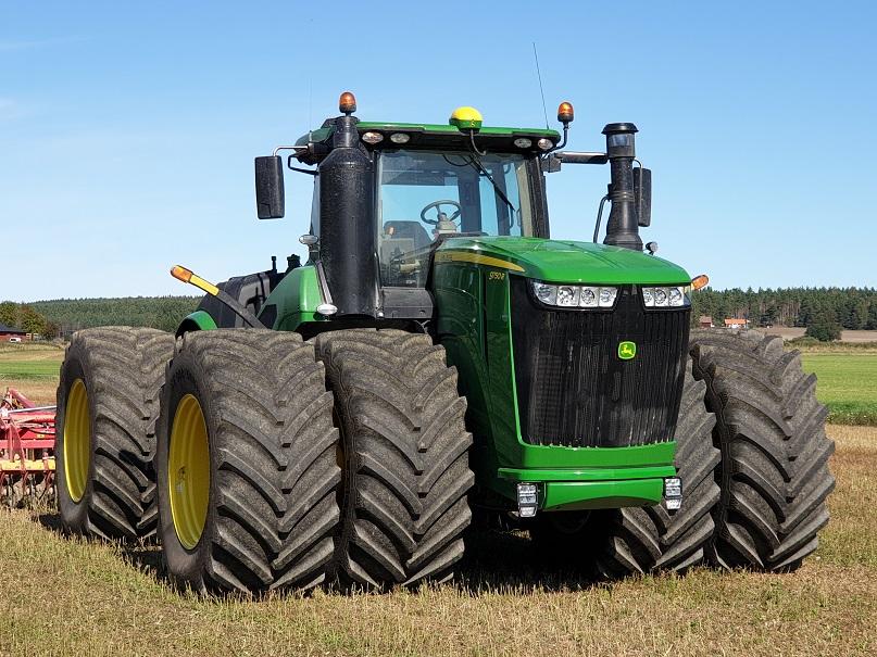 Traktor power gör reklamfilm av Gripen Wheels och BKT tires lantbruksfilm från Ranch of Sweden.