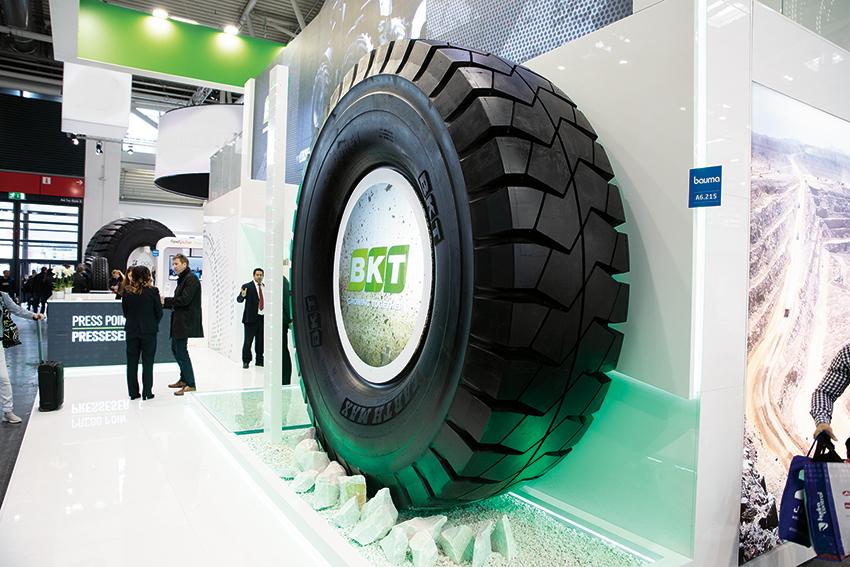 BKT visade sitt största däck någonsin på Bauma!