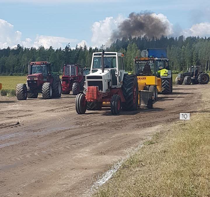 Fullt drag på traktorpulling i Väse!