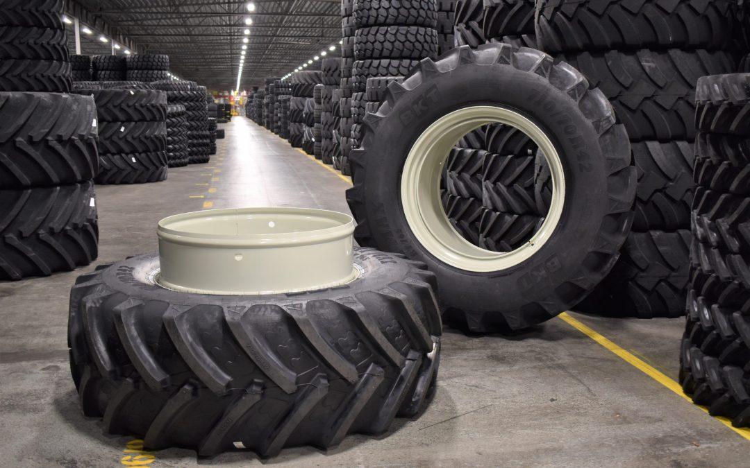 En ny leverans av RT 765 BKT-däck med STOCKS dubbelmontage från Gripen Wheels!