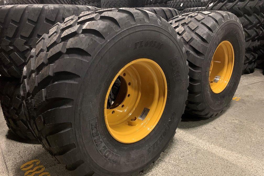 Kompletta hjul med BKT RIDEMAX FL-693M på gula HD-fälgar till Axima Floby